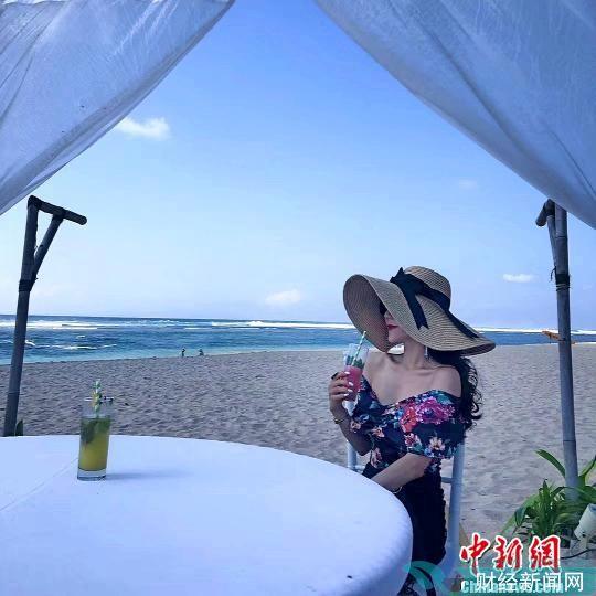 一位游客在巴厘岛避暑游。游客供图