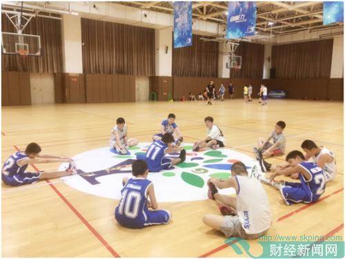 篮球、口才、国学夏令营:这群家长为什么能给孩子不输在起跑线上的暑期?