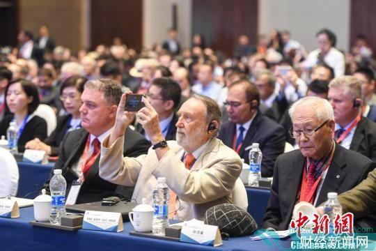 来自60多个国家和地区的全球重要企业领导人、政府官员、国际知名专家学者、著名投资家、金融家参加了首届全球高端制造业大会。 杨华峰 摄
