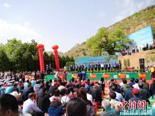 石楼县第二届槐花节开幕。 杨杰英 摄