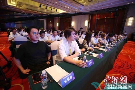 中日韩三国各界嘉宾共400余人参会。 胡耀杰 摄