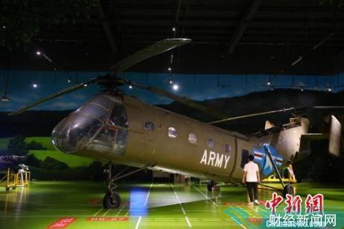 图为江西直升机科技馆展出的纵列双悬翼式直升机H-21。刘占昆 摄