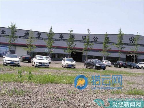 广通汽车装配车间前的停车场地
